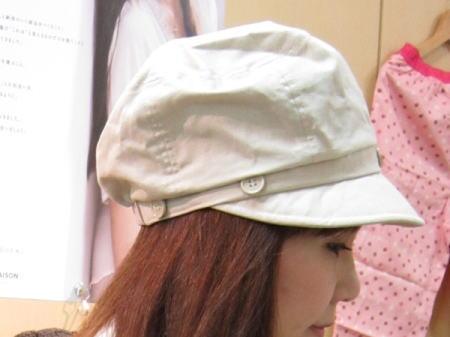 帽子本体で、つばの小さなキャスケット風