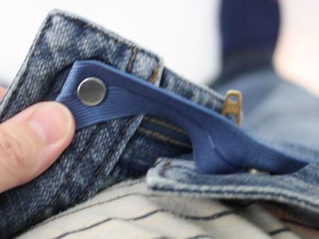 のびるんのリベットをデニムパンツのボタン穴に通してみた
